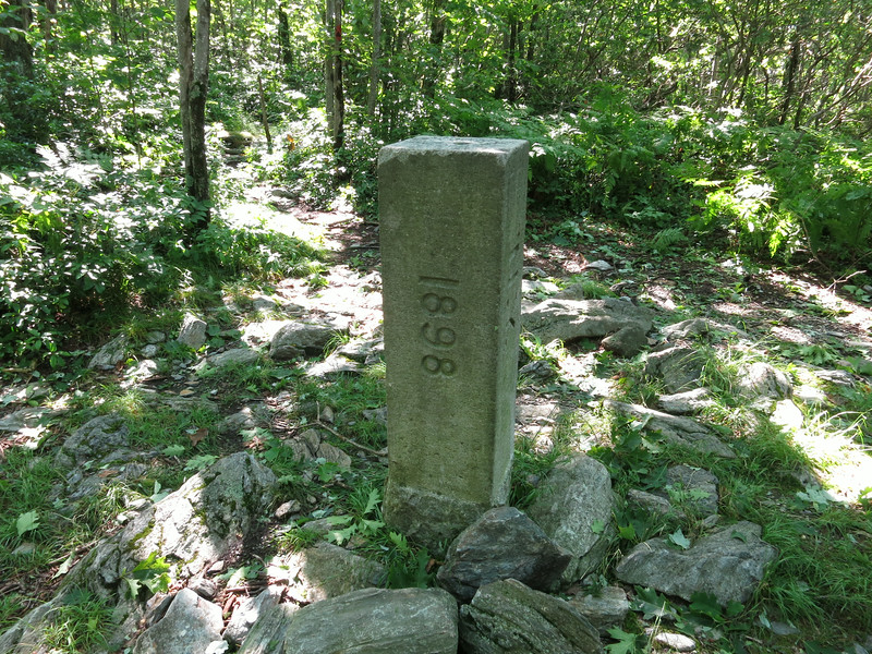 Another view of the tri-state marker.