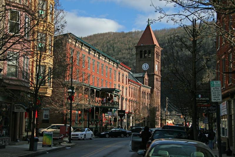 049 Lower Broadway in Jim Thorpe, PA (Mauch Chunk Historic District)