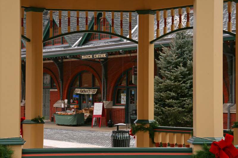 032 CNJ Mauch Chunk Depot viewed through the gazebo in Hazard Square