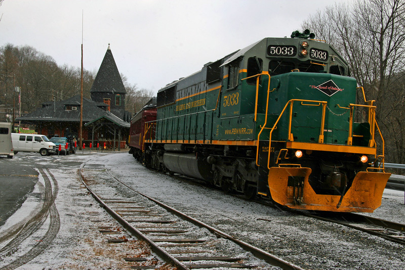 026 Reading and Northern Locomotive 5033 at Mauch Chunk Station
