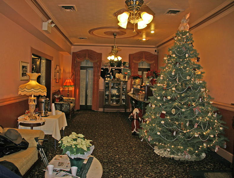017 The Inn at Jim Thorpe • Lobby Christmas tree