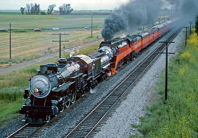 May 1991.  Approaching Davis. At the end of Railfair 1991 at Sacramento the 4449 and 2472 doubleheaded from Sacramento to Oakland.