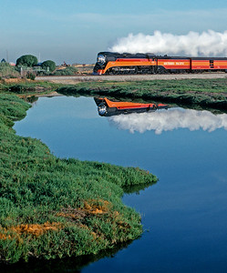 May 1989.  At Alviso the 4449 and a short train head south toward Los Angeles for the 50th Anniversary of LAUPT.