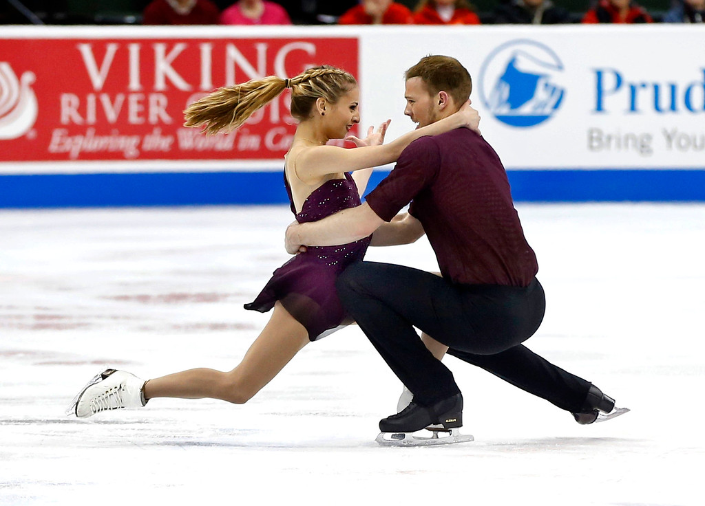 . Pairs skaters Tara Kayne and David OíShea perform in the short program of the U.S. Figure Skating Championships, Thursday, Jan. 21, 2016, in St. Paul, Minn. They finished first in the standings. (AP Photo/Jim Mone)