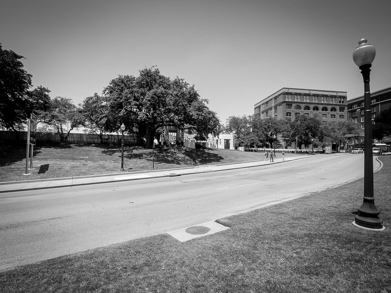 Wider view of Elm Street and the Dealey Plaza area. The shot came from the right hand window on the 2nd-top floor.