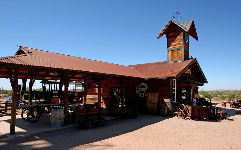 AZ-Apache Junction-Hwy 88-Goldfield-2005-09-18-0044