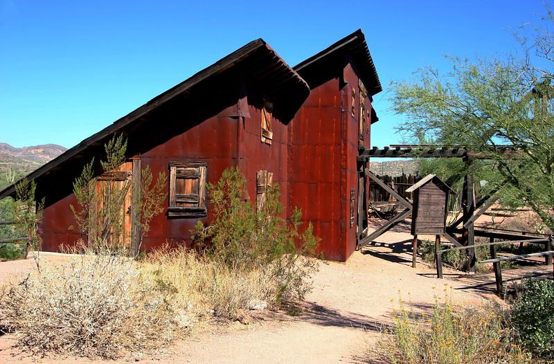 AZ-Apache Junction-Hwy 88-Goldfield-2005-09-18-0040