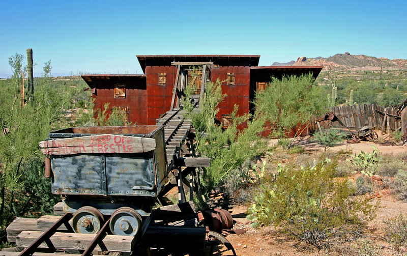 AZ-Apache Junction-Hwy 88-Goldfield-2005-09-18-0043