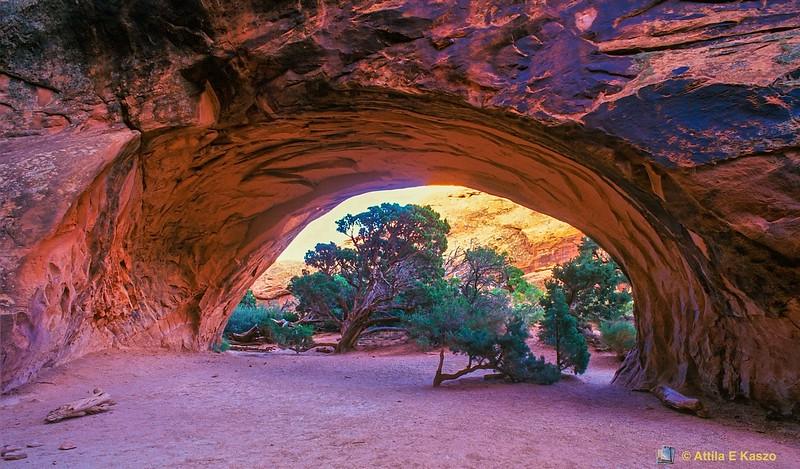 Navajo Arch<br /> Arches NP, Utah, USA