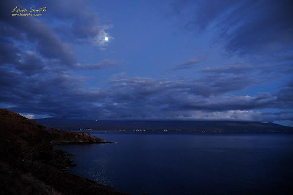 Hawaii Maui at night sig