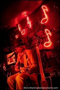 ETATS-UNIS. MISSISSIPPI. VILLE DE CLARKSDALE. LE JUKE JOINT RED'S BLUES CLUB. Le bluesman Robert Wolfman Belfour