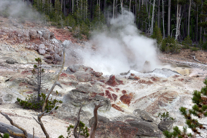 WY-Yellowstone NP-Steamboat Geyser-2005-09-02-0001