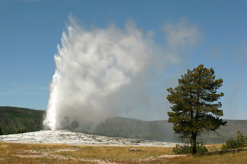 WY-Yellowstone NP-Old Faithful-2005-09-02-0001
