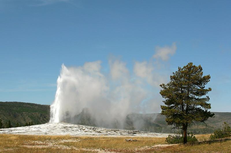 WY-Yellowstone NP-Old Faithful-2005-09-02-0002