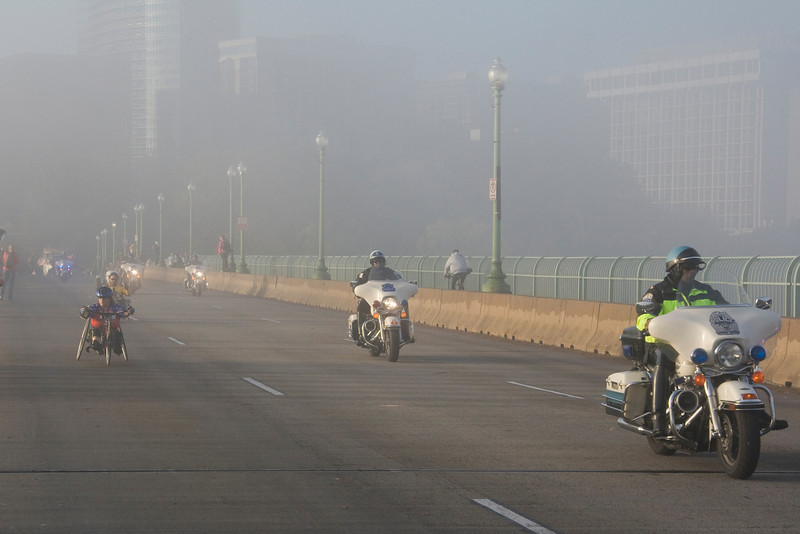 The first runners coming over Key bridge through the fog