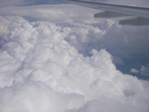 Arrivée mouvementée au dessus de Calgary, il nous faut,contourner un orage