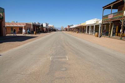 Et nous voilà à Tombstone, c'est complètement kitch, mais bien fait, les bâtiments sont bien réhabilités, et nous passons un très agréable moment à nous balader dans la rue du célèbre règlement de comptes à OK Corral!