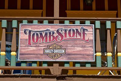 Et nous arrivons à Tombstone, qui, contrairement à ce que je craignais, nous a beaucoup plu...C'est completement kitsh et touristique, mais on a aimé!!!