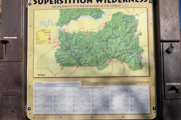 Superstition wilderness est à une vingtaine de kms de notre hôtel. On démarre la rando vers 9H