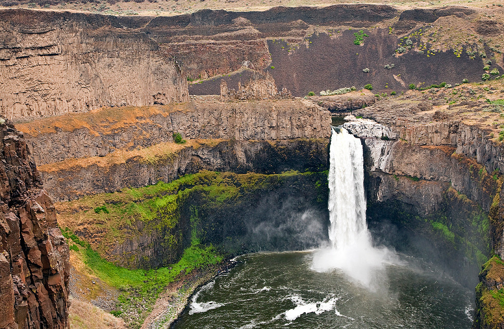 Palouse Falls, Washington<br /> The Palouse Falls lies on the Palouse River, about 4 mi (6.4 km) upstream of the confluence with the Snake River in southeast Washington. The falls are 198 ft (60 m) in height.