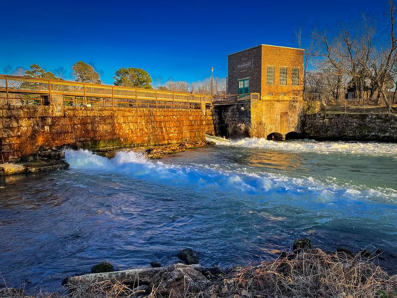 mammoth spring dam