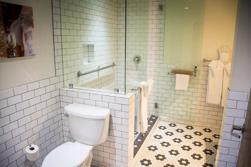 hollywood hotel bathroom suite