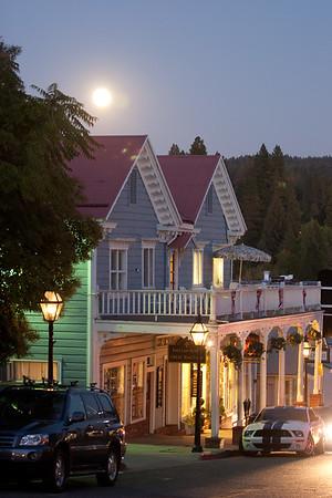 Moonrise over Broad St