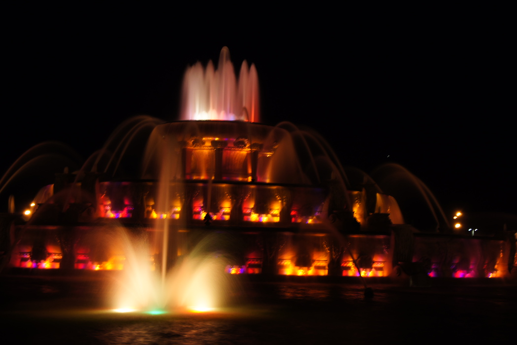 The impressive and colourful Buckingham Fountain located in Grant Park at night - Chicago, Illinois.  Travel photo from Chicago, USA.