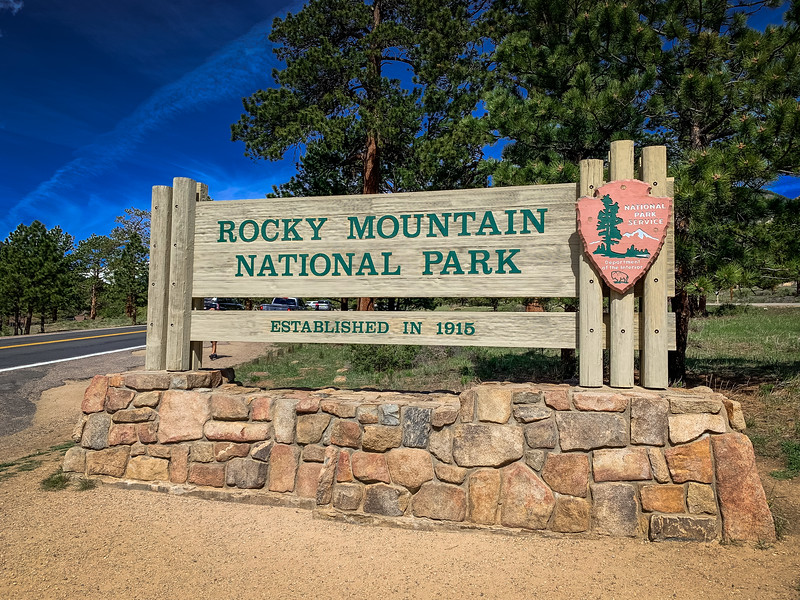 rocky mountain national park sign