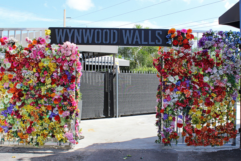 Wynwood Walls Miami: Flower entrance to Wynwood Walls