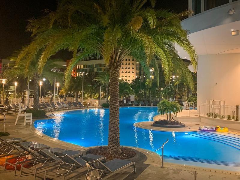 aventura hotel pool