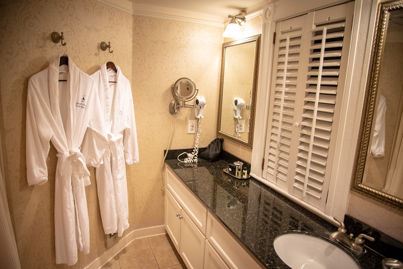 jekyll island club resort suite bathroom