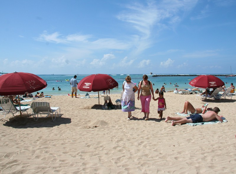 1642 - Waikiki Beach in front of the Hilton