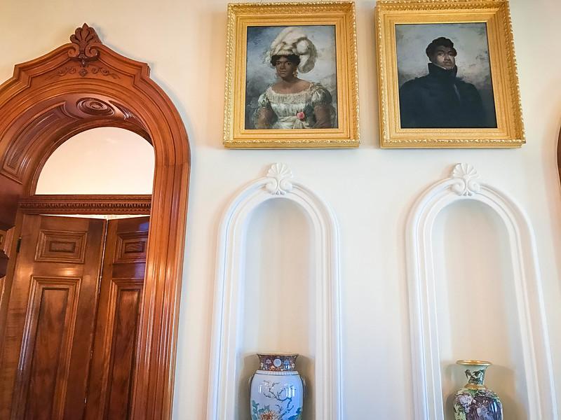 iolani palace grand hallway
