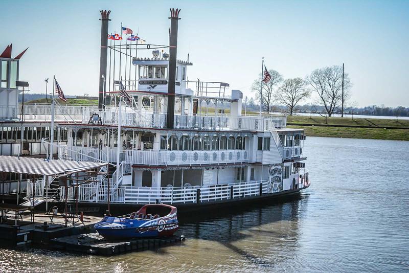 downtown memphis riverfront riverboat