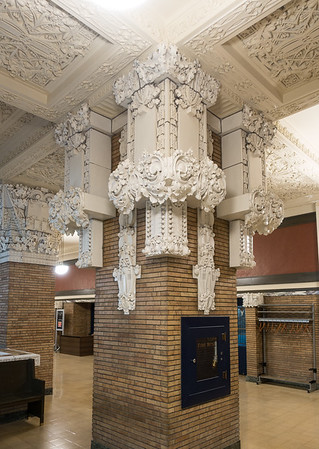Woodbury County Court House-white terra cotta decoration