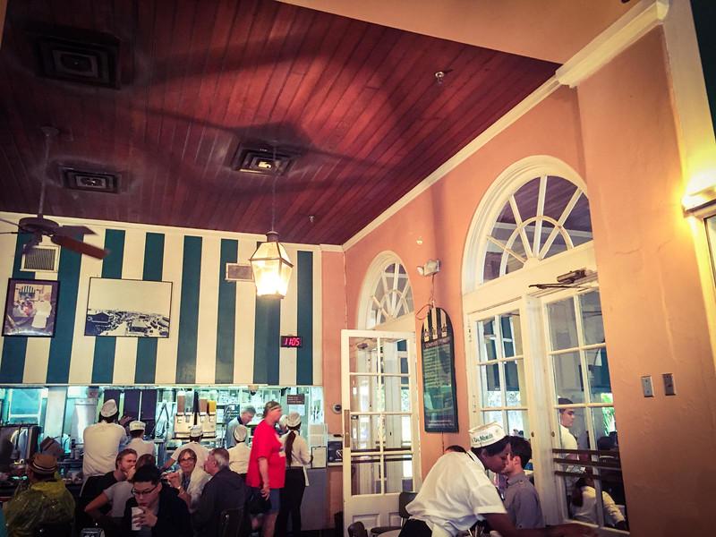 cafe du monde interior new orleans