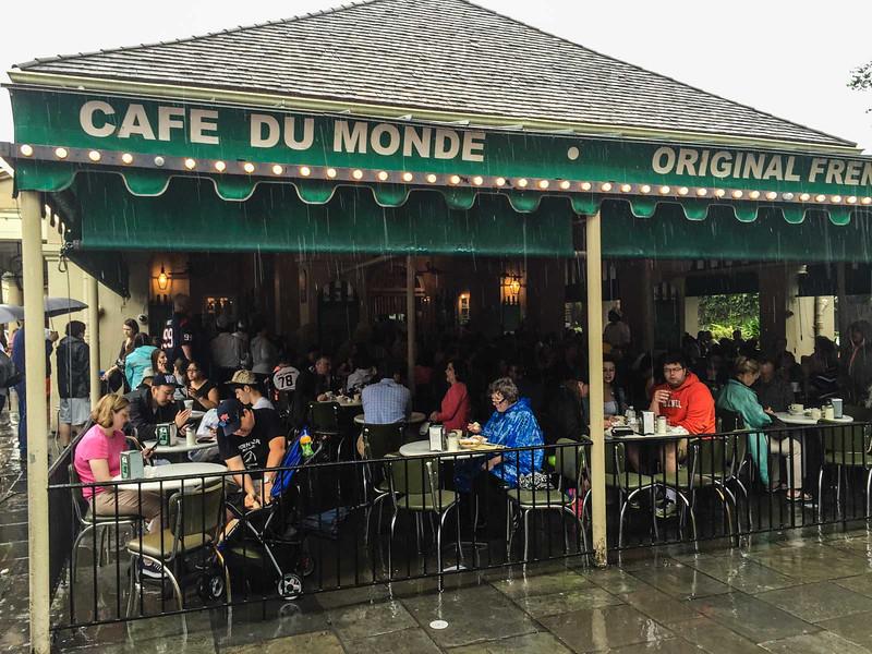 cafe du monde sweet treats in new orleans