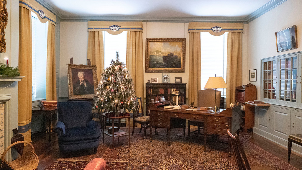 FDR Presidential Library and Museum at Christmas