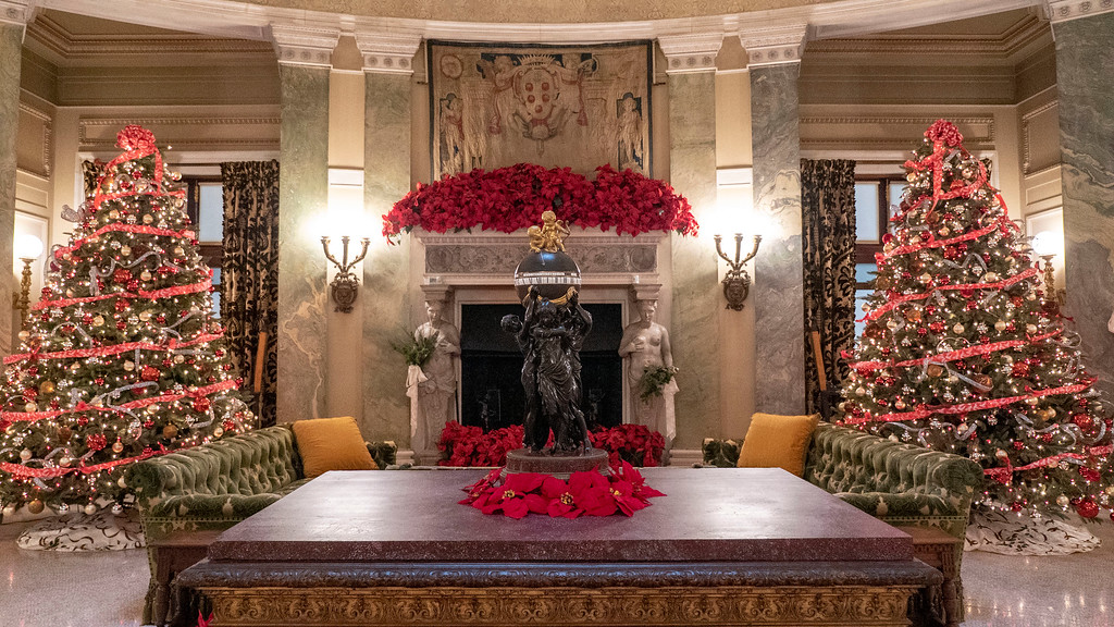 Christmas decorated mansions - Vanderbilt Mansion National Historic Site