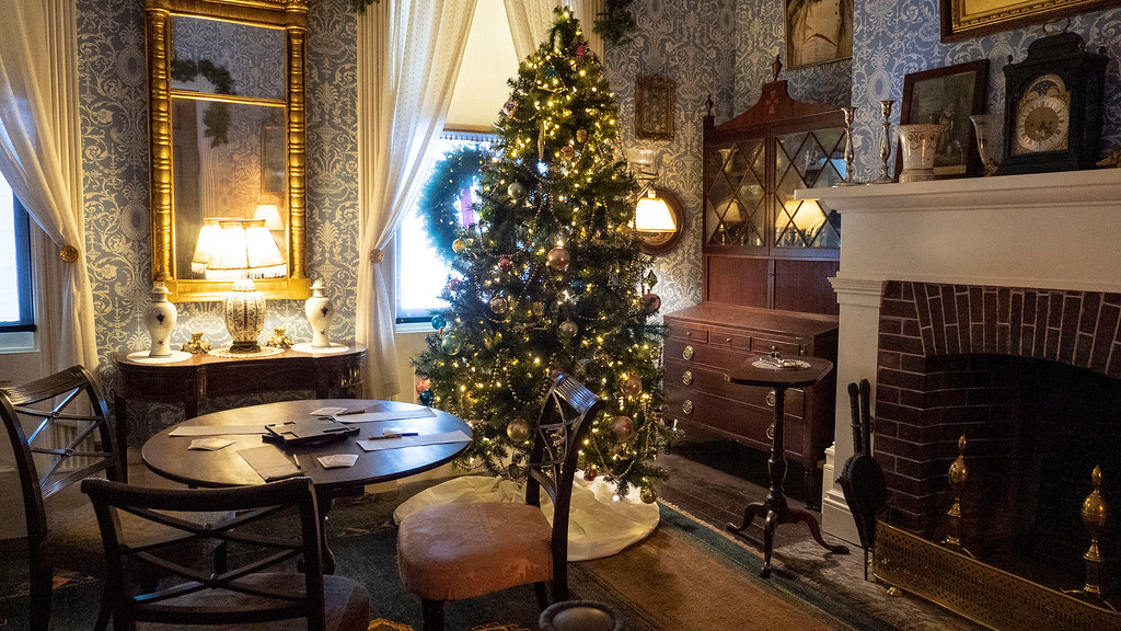New York mansion tours at Christmas - Locust Grove Estate