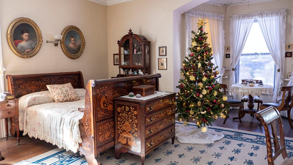 Christmas decorated mansions - Locust Grove Estate Poughkeepsie