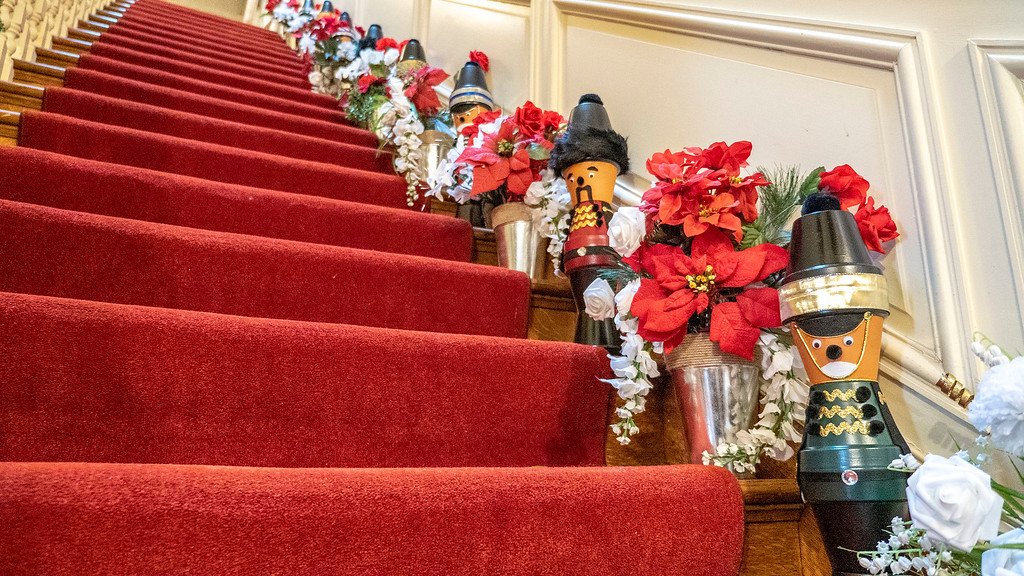 Christmas decorated mansions - Mills Mansion - Staatsburgh State Historic Site
