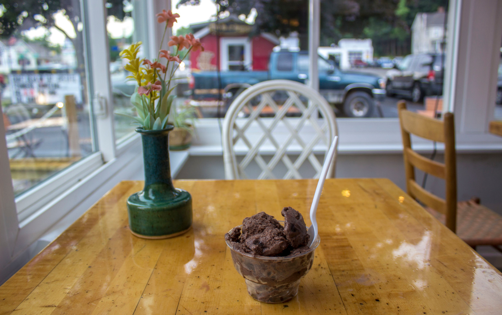 Colonial Inn Ice Cream Shop - 1 Day in Watkins Glen NY Itinerary for Nature Lovers