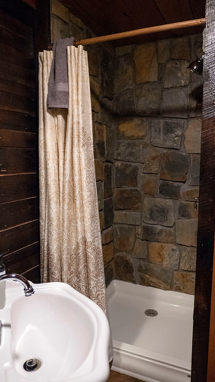 Bathroom of El Castillo treehouse in Ohio at The Mohicans