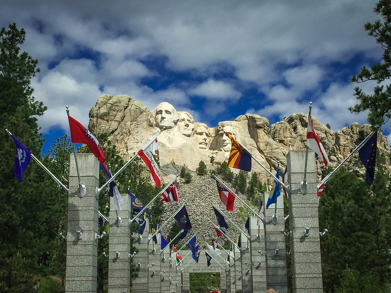 avenue of flags mount rushmore south dakota