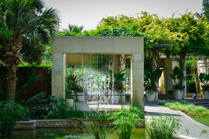 walls of water dallas botanical gardens