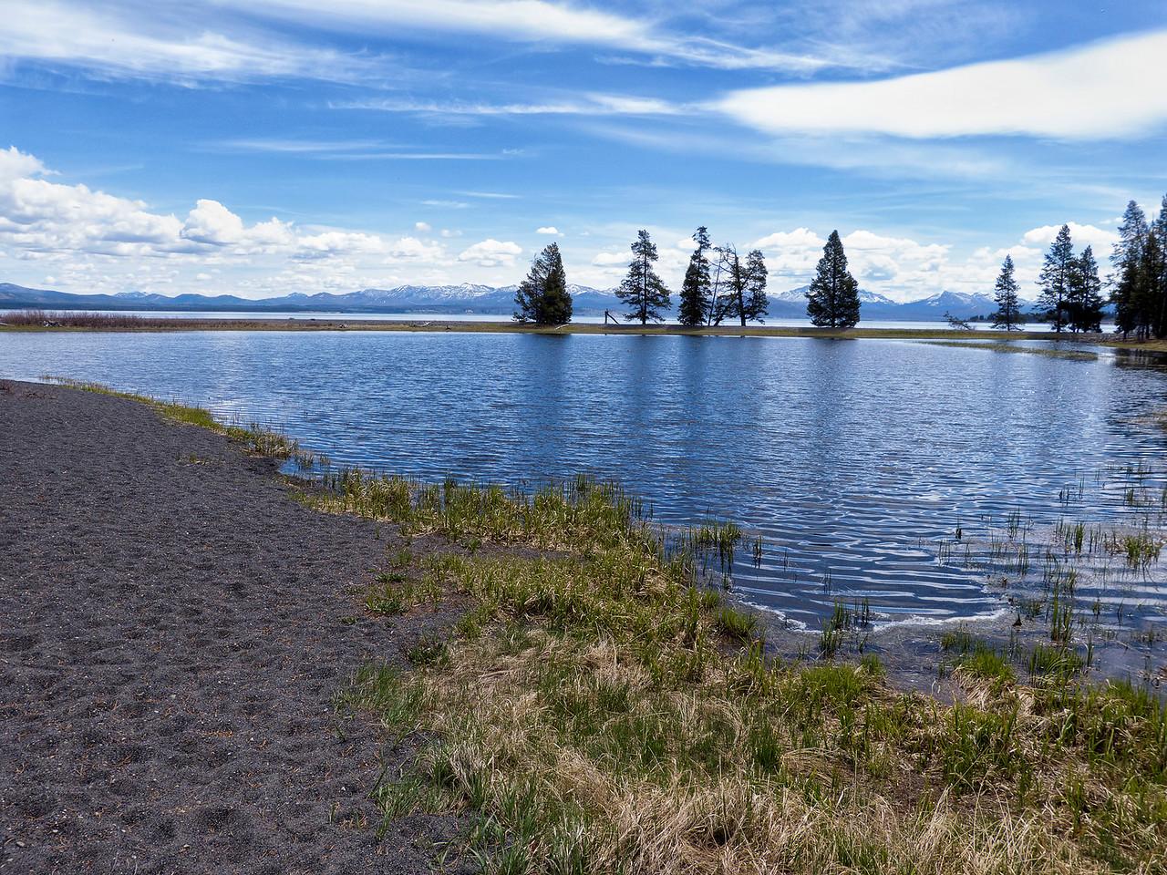 Arret au bord du lac Yellowstone, bien plus grand que le bassin d'Arcachon