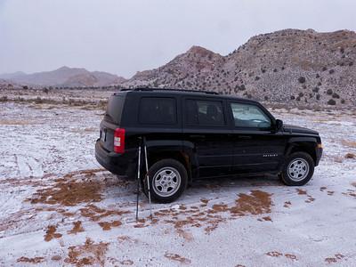 Une demi heure de voiture sur route, autant sur unpaved road....et la neige se met de la partie. À côté de ce qui nous attend cet aprèm, c est une plaisanterie!