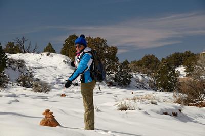 En fait ,quelques cairns émergent de la neige, et la randonnée est splendide